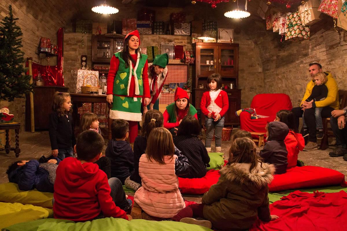La Grotta Di Babbo Natale.Grotta Di Babbo Natale Pergola Pesaro Urbino